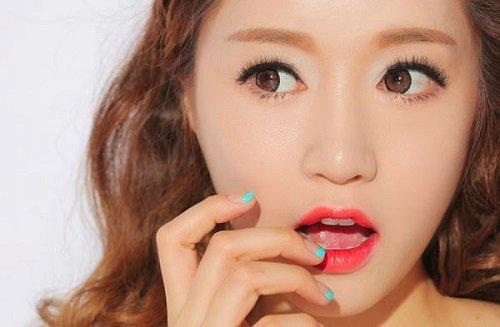 Bấm mí mắt Hàn Quốc có đau không