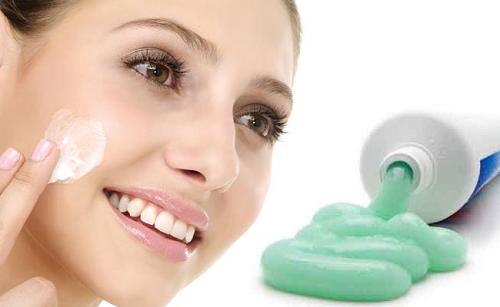 Dùng kem đánh răng để trị mụn đầu đen ở mũi