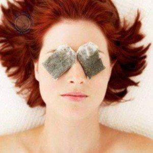 Cách chữa thâm quầng mắt với trà túi bọc