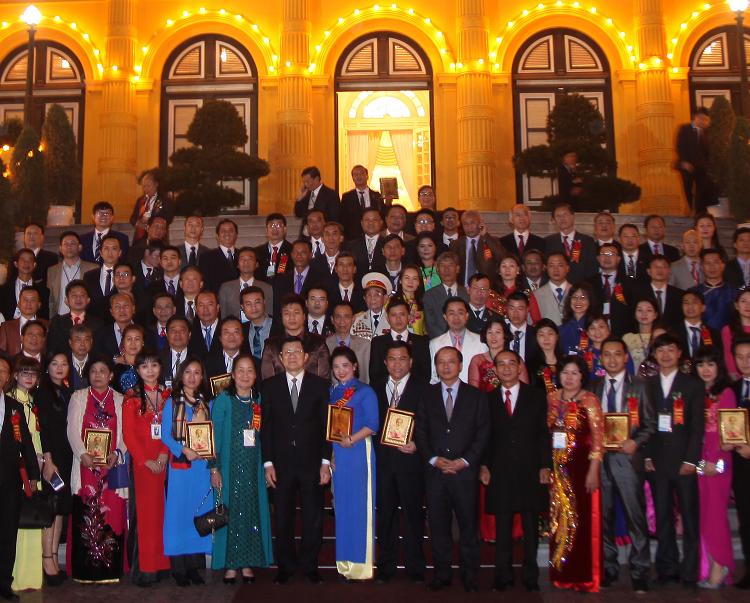 Bác sĩ Thu Hà vinh dự nhận kỷ niệm chương chủ tịch nước trao tặng