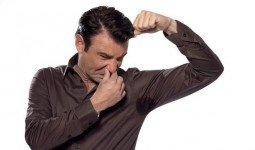 Mồ hôi nách nặng mùi biểu hiện ban đầu căn bệnh hôi nách