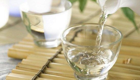 Cách chữa trị bệnh hôi nách nhanh chóng hiệu quả với rượu trắng