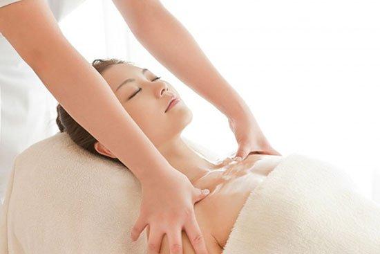 massage giúp tăng kích thước vòng 1