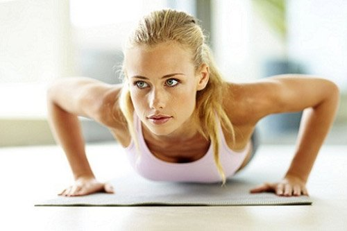 Động tác thể dục giúp nâng ngực đẹp tự nhiên