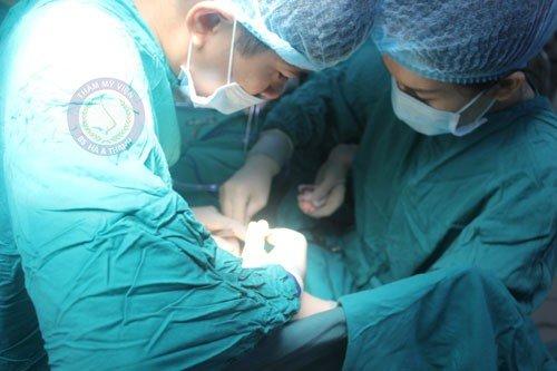 Đóng kín ngực bằng chỉ phẫu thuật thẩm mỹ