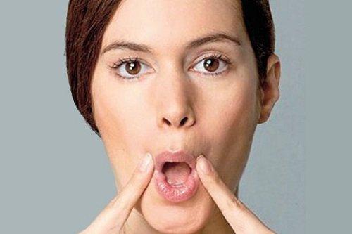 Khum miệng cũng là cách làm mũi cao và nhỏ tự nhiên ngay tại nhà