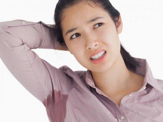 Mồ hôi tiết nhiều là biểu hiện bệnh hôi nách nặng