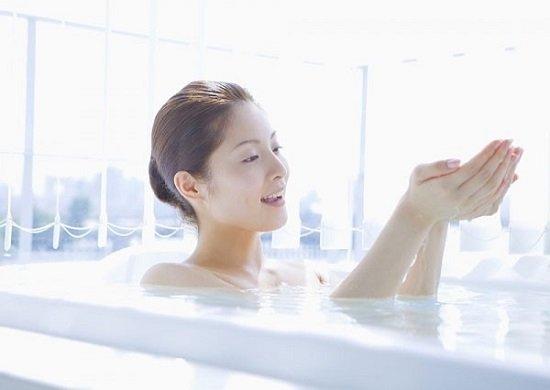 Dùng gừng đun nước tắm giải pháp trị hôi nách
