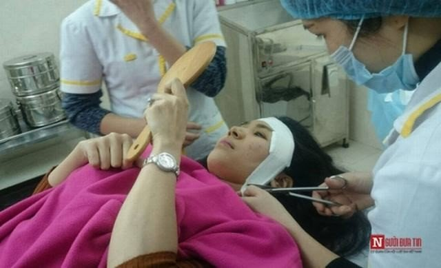 Sau phẫu thuật, băng ép tại chỗ 2