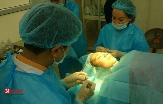 Bác sĩ Hà và Bác sĩ Thanh tiến hành độn thai dương cho Thanh Bi (Lại Thanh)